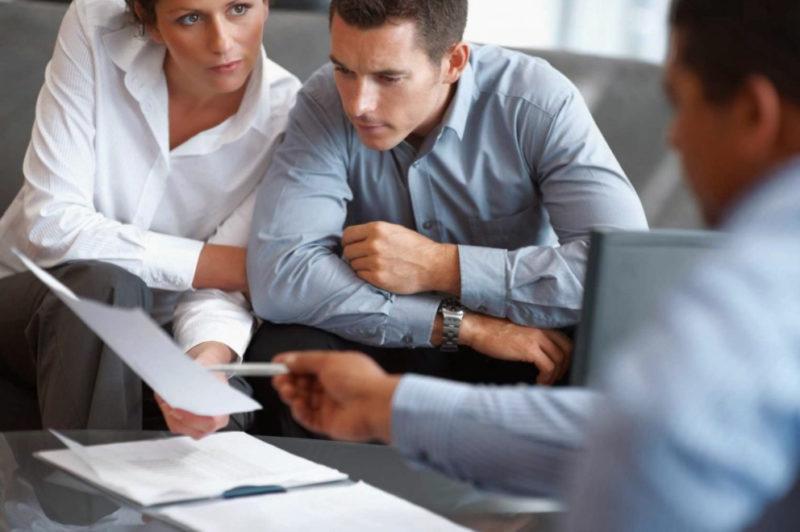 Перед тем как оформить автокредит по госпрограмме, стоит изучить условия банков, размещенные на их официальных сайтах.