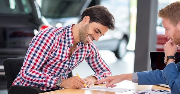 Перед посещением автосалона рекомендуется ознакомиться с предложениями банков по автокредиту и сравнить условия