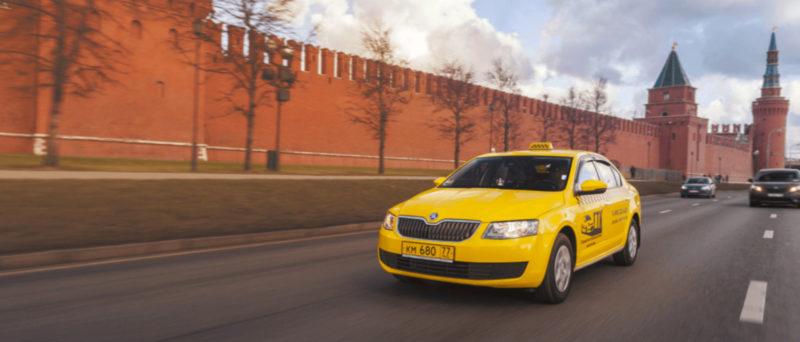 При повторном страховании автомобиля в следующем расчетном периоде страховая компания снижает стоимость полиса КАСКО для таксистов