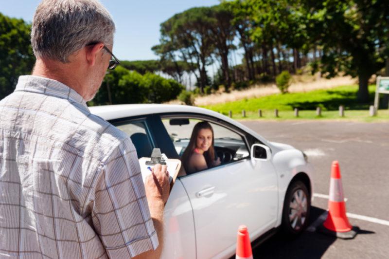 Требования к инструкторам в автошколах могут отличаться