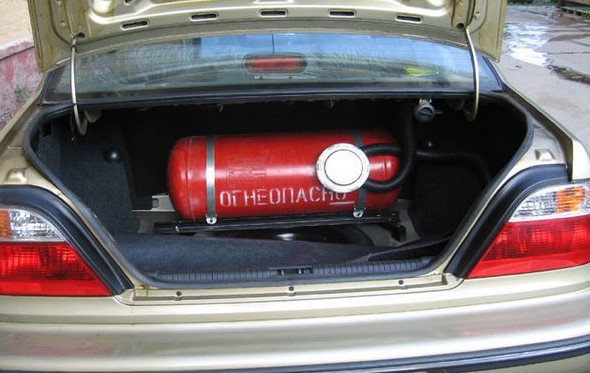 К комплекту документов, при регистрации газового оборудования в ГИБДД, необходимо приложить фотографии вашего авто до и после установки