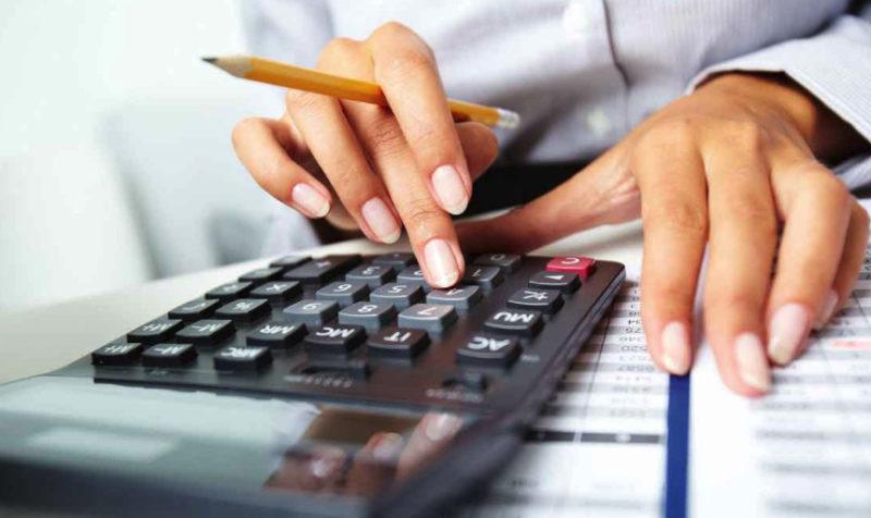 В случае, когда вы не можете совершать платежи по кредиту, следует обратиться в банк с запросом об отсрочке или реструктуризации долга