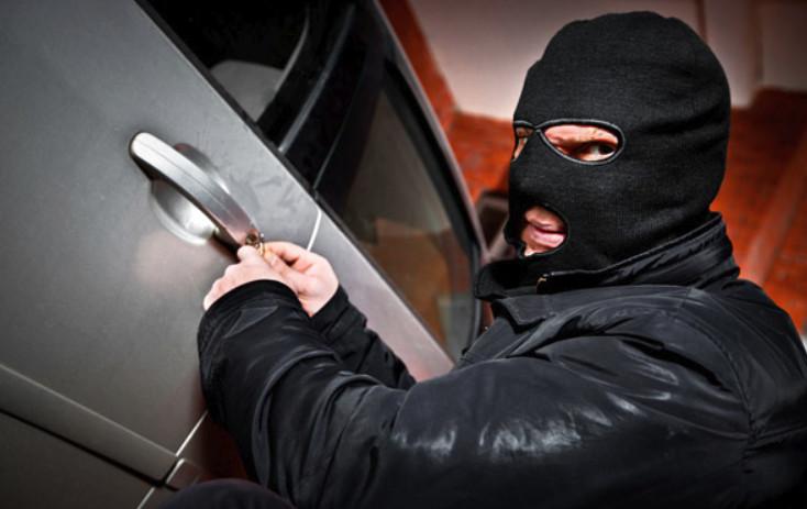 При угоне автомобиля в ГИБДД потребуется предоставить извещение от правоохранительных органов о закрытие дела по розыску