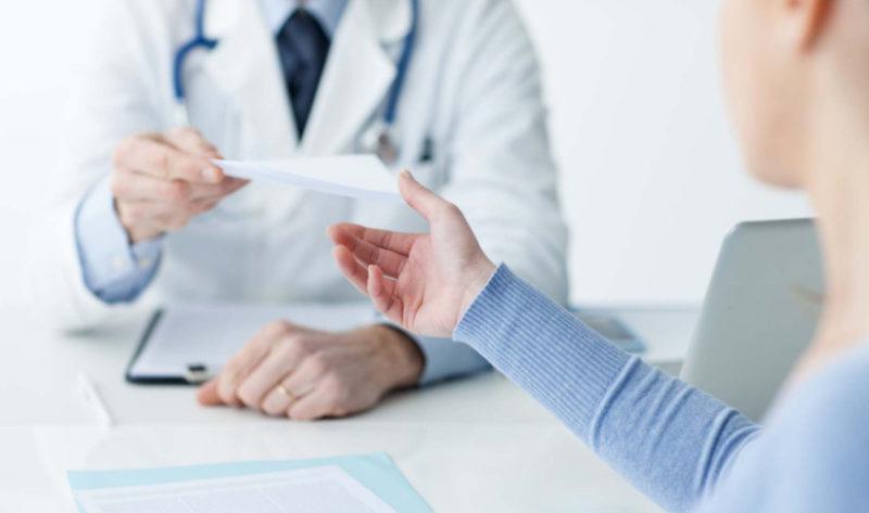 Пройти таких специалистов, как психиатр и нарколог, возможно только по месту регистрации гражданина, в связи с тем, что не единой базы у данных специалистов