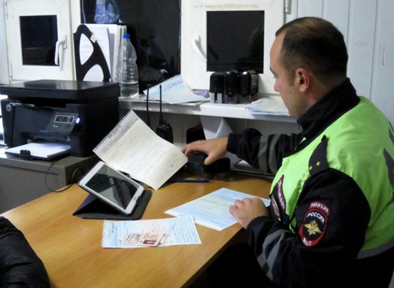 Иногда сотрудник ГАИ осуществляет выдачу справок-разрешений и составляет протоколы непосредственно на штрафстоянке.